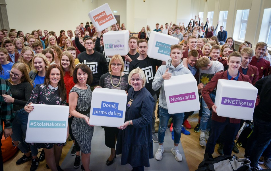 Taps Latvijas jauniešu netiķete – uzvedības vadlīnijas internetā
