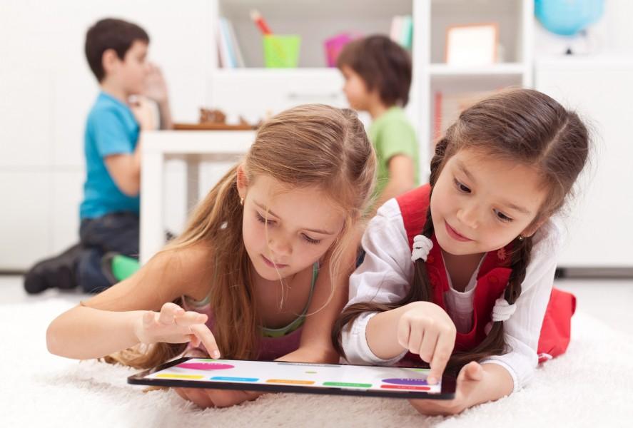 Digitālās mācīšanās diena: kā tehnoloģijas palielina bērnu interesi mācīties