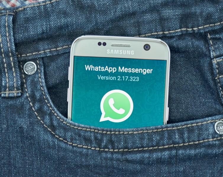 Vecāku WhatsApp grupas: palīgrīks vai negāciju izlādes vieta?